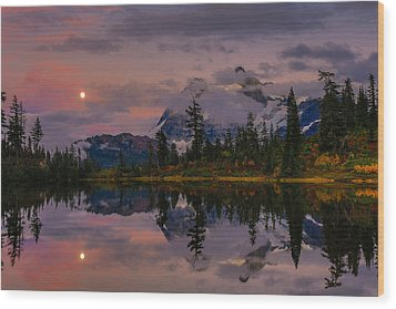 Bloodmoon Rise Over Picture Lake Wood Print