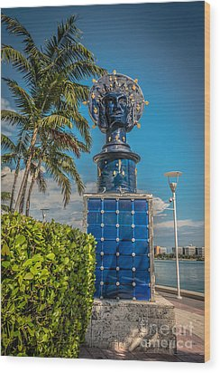 Blue Crown Statue Miami Downtown Wood Print by Ian Monk