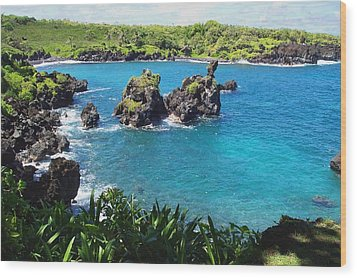 Blue Hawaiian Lagoon Near Blacksand Beach On Maui Wood Print by Amy McDaniel