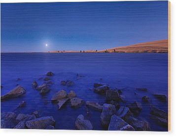 Blue Moon On The Rocks Wood Print