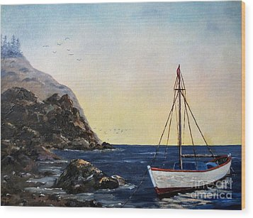 Boat In Maine Wood Print by Lee Piper