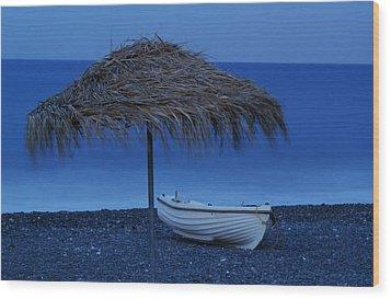 Boat On Beach Wood Print by Saul Moreno