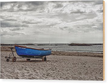 Boat On The Beach At Rhosneigr Anglesey Wood Print by Georgia Fowler