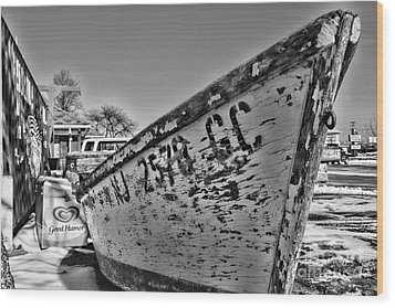 Boat - State Of Decay In Black And White Wood Print by Paul Ward