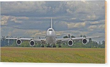 Wood Print featuring the photograph Boeing 747-800 by Jeff Cook