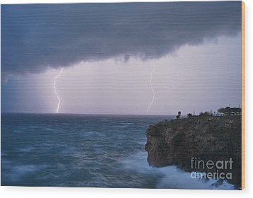 Bolts On The Water Wood Print by Erhan OZBIYIK