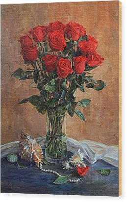 Bouquet Of Red Roses On The Birthday Wood Print