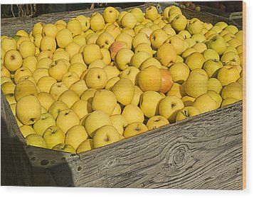 Box Of Golden Apples Wood Print by Garry Gay