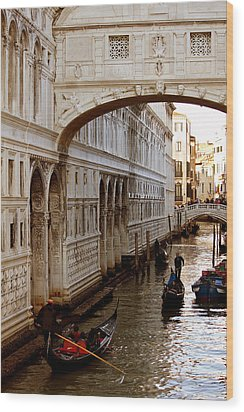 Bridge Of Sighs Venice Wood Print by Cedric Darrigrand