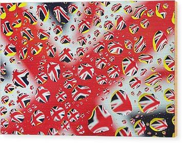 Britain Flag In Water Drops Wood Print by Paul Ge