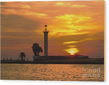 Wood Print featuring the photograph Broadwater Lighthouse by Maddalena McDonald