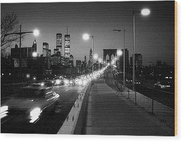 Brooklyn Bridge And Manhattan Skyline At Dusk 1980s Wood Print by Gary Eason