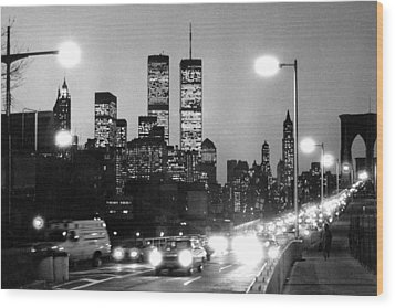 Brooklyn Bridge Traffic II Dusk 1980s Wood Print by Gary Eason