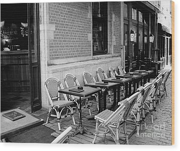 Brussels Cafe In Black And White Wood Print by Carol Groenen
