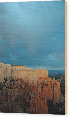 Bryce Canyon And Stormy Sky Wood Print by Bruce Gourley