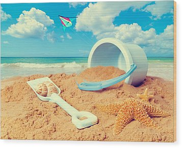 Bucket And Spade On Beach Wood Print by Amanda Elwell