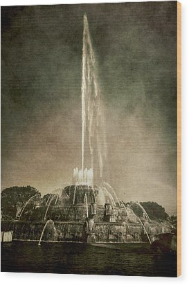 Wood Print featuring the photograph Buckingham Fountain - Grant Park - Chicago - Downtown by Photography  By Sai