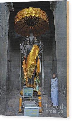 Buddha Statue At Angkor Wat Wood Print by Sami Sarkis