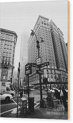 Busy Traffic Junction Of West 34th Street St And Broadway With Empire State Building Shrouded Mist Wood Print by Joe Fox