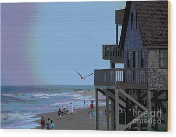 Buxton Beach And People Wood Print by Cathy Lindsey