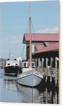 Buy Boat Old Point Wood Print