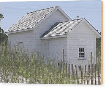Cabin At Cape Lookout 2 Wood Print by Cathy Lindsey