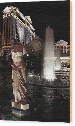 Caesars Fountain Wood Print by Jenny Hudson