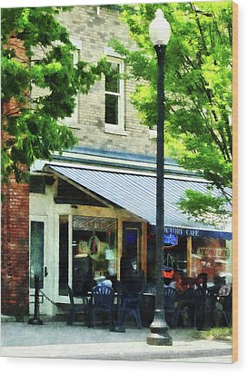 Cafe Albany Ny Wood Print by Susan Savad