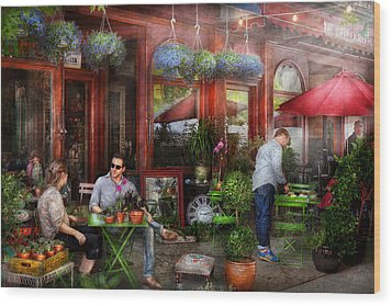 Cafe - Hoboken Nj - A Day Out  Wood Print by Mike Savad