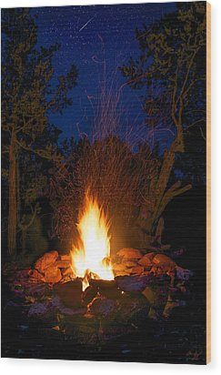 Campfire Under The Stars Wood Print