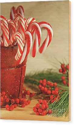 Candycanes With Berries And Pine Wood Print by Sandra Cunningham