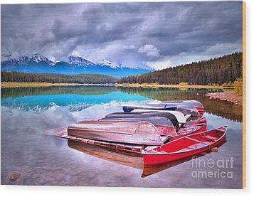 Canoes At Lake Patricia Wood Print by Tara Turner