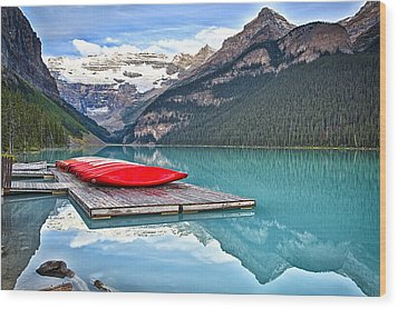 Canoes Of Lake Louise Alberta Canada Wood Print by George Oze
