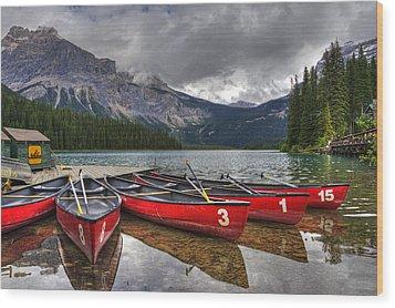 Canoes On Emerald Lake Wood Print by Darlene Bushue