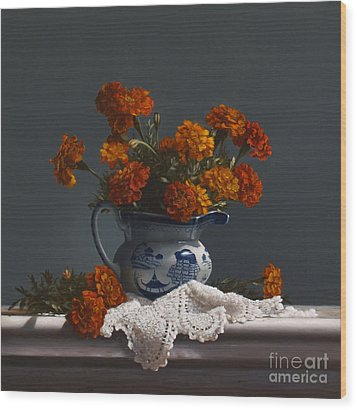 Canton Pitcher With Marigolds Wood Print by Larry Preston