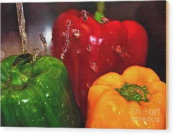 Capsicum In The Wash Wood Print by Kaye Menner