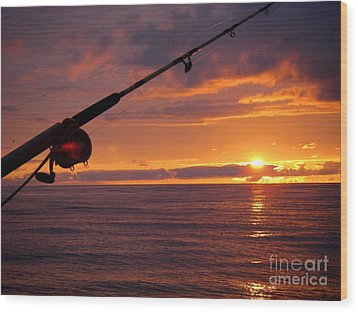 Catching A Last Glimpse Of The Sunset. Wood Print by Sylvie Heasman
