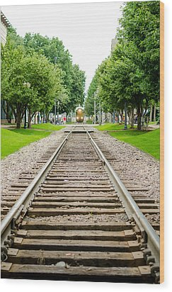 Cedar Rapids Train Coming Down The Tracks Wood Print