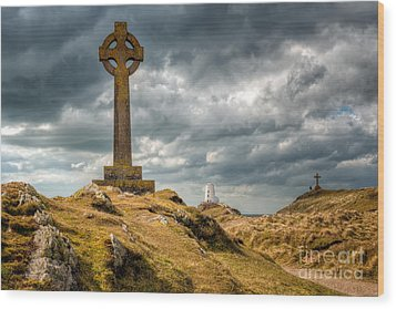 Celtic Cross At Llanddwyn Island Wood Print by Adrian Evans