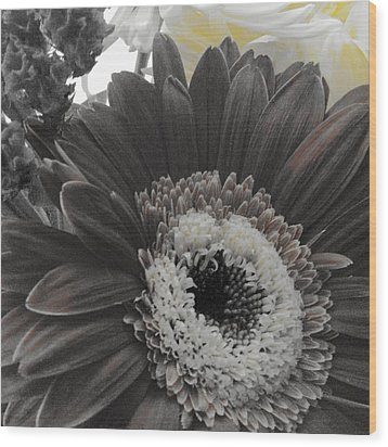 Wood Print featuring the photograph Centerpiece by Photographic Arts And Design Studio