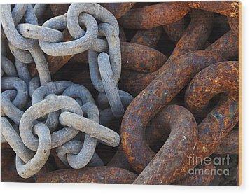 Chain Links Wood Print by Carlos Caetano