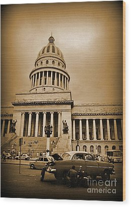 Changing A Tire In Front Of The Capitol Building In Havana Wood Print by John Malone