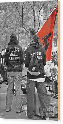 Wood Print featuring the photograph Che At Occupy Wall Street by Lilliana Mendez