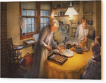 Chef - Kitchen - Coming Home For The Holidays Wood Print by Mike Savad