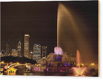 Chicago Fountain At Night Wood Print by Andrew Soundarajan