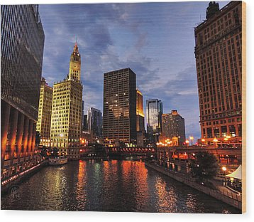 Chicago River Twilight 001 Wood Print by Lance Vaughn