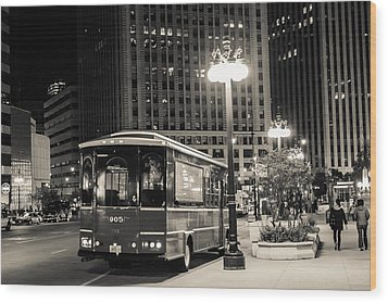 Chicago Trolly Stop Wood Print by Melinda Ledsome