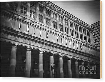 Chicago Union Station In Black And White Wood Print by Paul Velgos