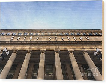 Chicago Union Station Sign And Building Columns Wood Print by Paul Velgos