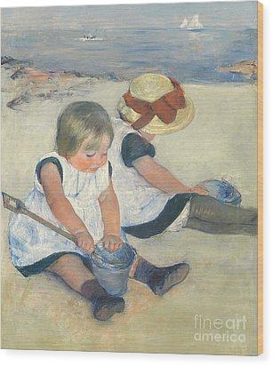 Children Playing On The Beach Wood Print by Mary Stevenson Cassatt
